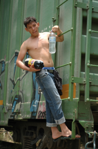 A young man climbs back on the train after stocking up on water and soda. Tancochapa Station, Las Choapas, Veracruz. Photo by Dawn Paley.